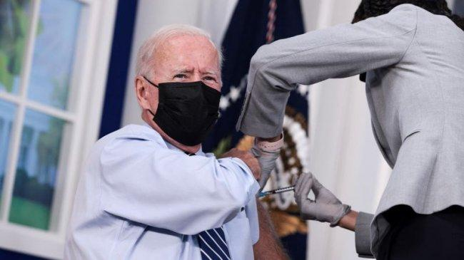 Joe Biden Menerima Suntikan Vaksin Booster Pfizer-BioNTech