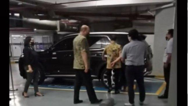 Momen Direktur Indomaret Yan Bastian Kunjungi Diler Hyundai Sebelum Alami Laka di Tol Cipularang