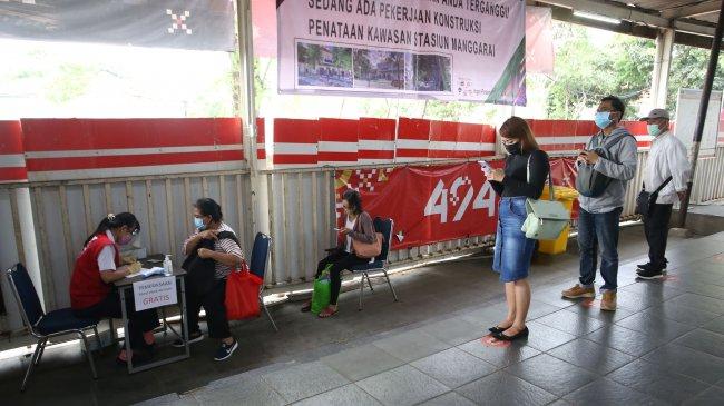 KAI Uji Coba Penerapan Aplikasi PeduliLindungi ke Penumpang KRL di 11 Stasiun