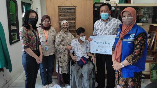 The AUP Indonesian Chorale Salurkan 25 Kursi Roda Adaptif bagi Penyandang Disabilitas di DKI Jakarta