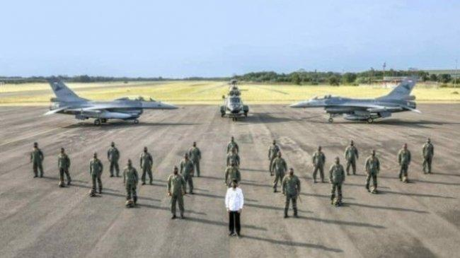 Momen Presiden Foto Bersama Penerbang Garuda Flight dan Nusantara Flight