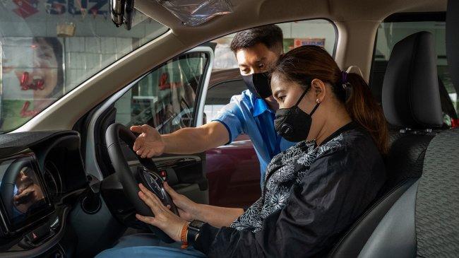 Tips Berkendara Nyaman dan Aman dengan Memperhatikan Posisi Duduk Pengemudi