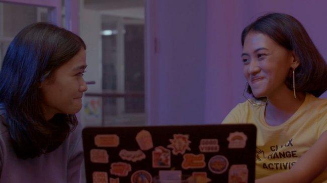 Belajar Jadi Ruang Aman untuk Sesama Perempuan Lewat Film Two Language and A Sausage