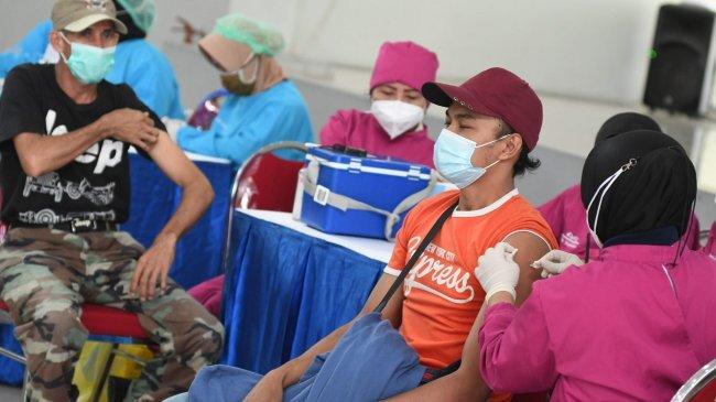 Timbul Kerumunan Saat Penyelenggaraan Vaksinasi, Airlangga Soroti Mekanisme Antrean dan Waktu