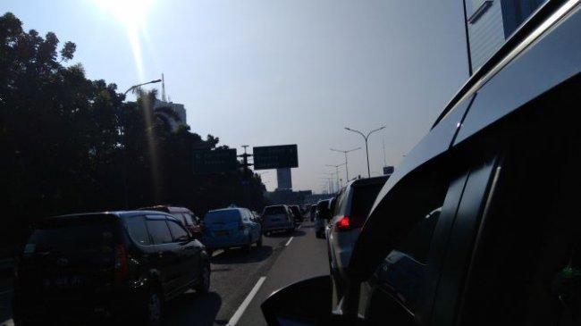 Tol Tangerang Arah Jakarta Padat Merayap di Hari Terakhir PPKM Level 4