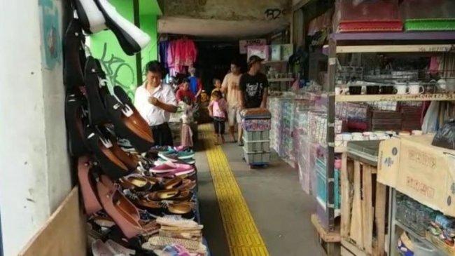 Trotoar Jatinegara Kini ''Dikuasai'' PKL, Pejalan Kaki Hanya Bisa Mengeluh