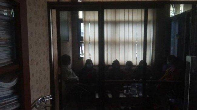 Cemburu, Tujuh Cewek Keroyok Satu Remaja Putri di Sumedang, Berakhir di Kantor Polisi