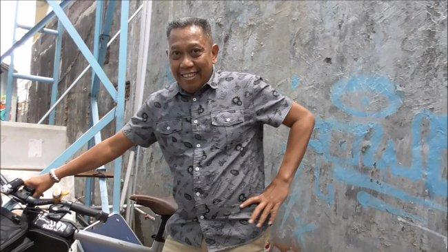 Tukul Arwana Terlihat Kurus Usai Operasi, Tertawa Saat Teman-temannya Bercanda Soal Ukuran Perutnya