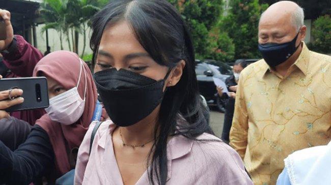 Tyna Kanna Hadiri Sidang Perdana Cerai, Menantu Lydia Kandou Minta Doa, Kemana Kenang Mirdad?