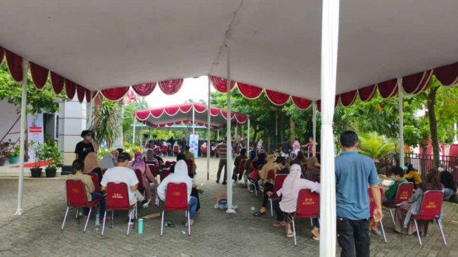 Pelajar dan Mahasiswa di Limo Depok Antusias Ikut Vaksinasi Covid-19