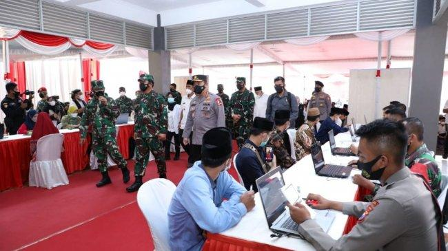Panglima TNI Apresiasi Antusiasme Santri Pesantren Tebuireng yang Jalani Vaksinasi