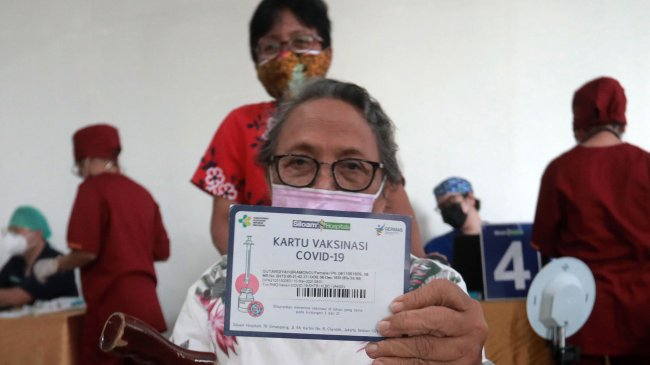 Masih Banyak Kasus Meninggal, Pemerintah Perluas Jangkauan Vaksinasi ke Lansia