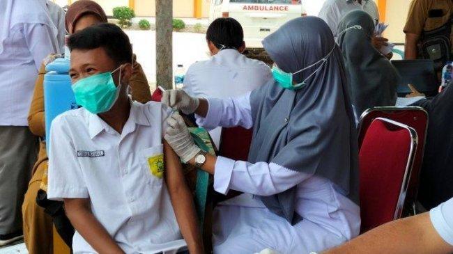 50 Persen Sasaran Vaksinasi Covid-19 di Indonesia Telah Terima Suntikan Dosis Pertama