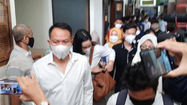 Sidang Putusannya Ditunda, Vicky Prasetyo Tak Kecewa