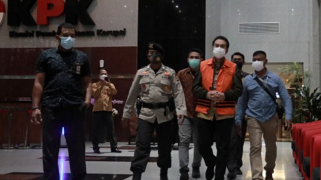 Penangkapan Azis Syamsuddin Diwarnai Drama, Ngaku sedang Isoman hingga Berakhir Dijemput Paksa
