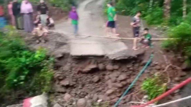 Wanita di Kebumen Jatuh ke Sungai saat Lewati Jembatan Ambrol, Korban Hanyut dan Belum Ditemukan