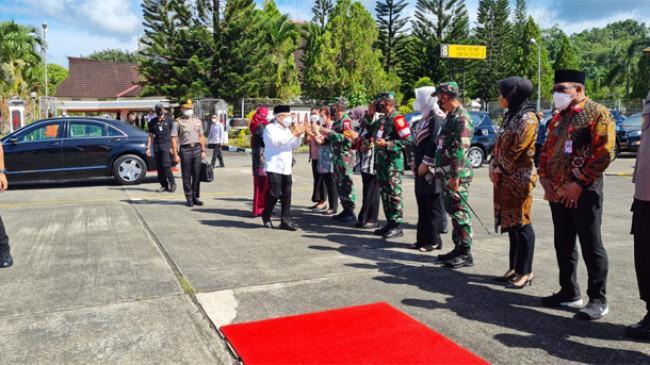 Wapres Menuju Papua Barat, Pimpin Rakor Bahas Kemiskinan Ekstrem hingga Dialog dengan Tokoh Agama