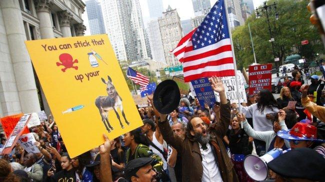 Tidak Mau Divaksin Covid-19, Ribuan Guru di Kota New York Dirumahkan Tanpa Digaji