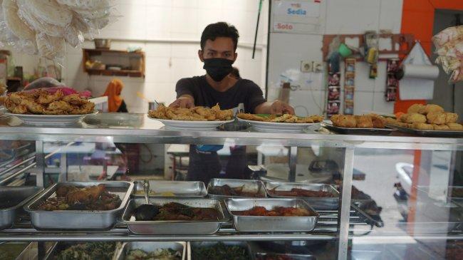 PPKM Diperpanjang Hingga 13 September, Dine In 1 Jam hingga Pemilik Warteg Terima BLT
