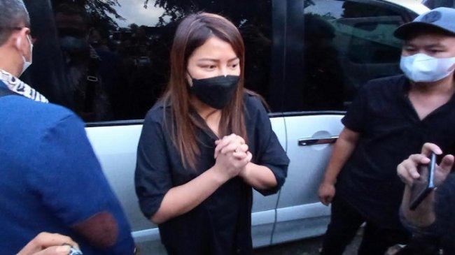 Anji Manji Ditangkap Polisi, Wina Natalia Rahasiakan Itu dari Anak, Mereka Tahunya Sang Ayah Kerja