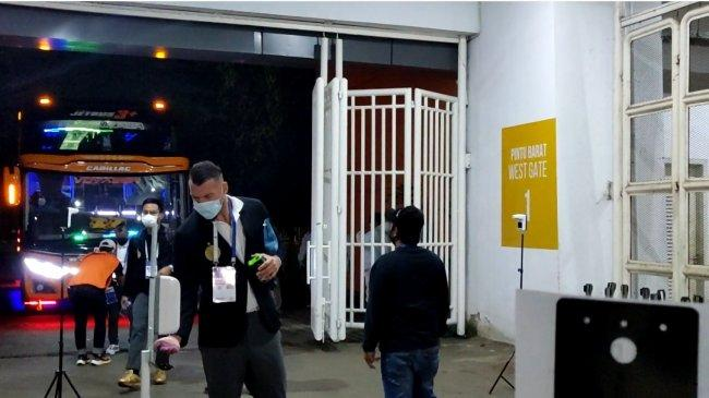 Pemain Pilar Persija Simic, Riko, Motta, dan Maman Tiba di Stadion Pakansari, Bersiap Lawan Persela
