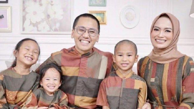 Terinspirasi Kesibukan di Rumah Saja, Dokter Yassin Bintang dan Keluarga Rilis Lagu Bertema Pandemi