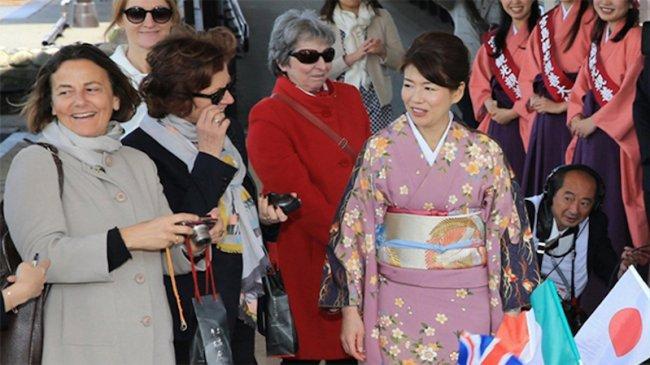 Ibu Negara Jepang Yang Baru, Yuko Kishida, Ternyata Fasih Berbahasa Inggris