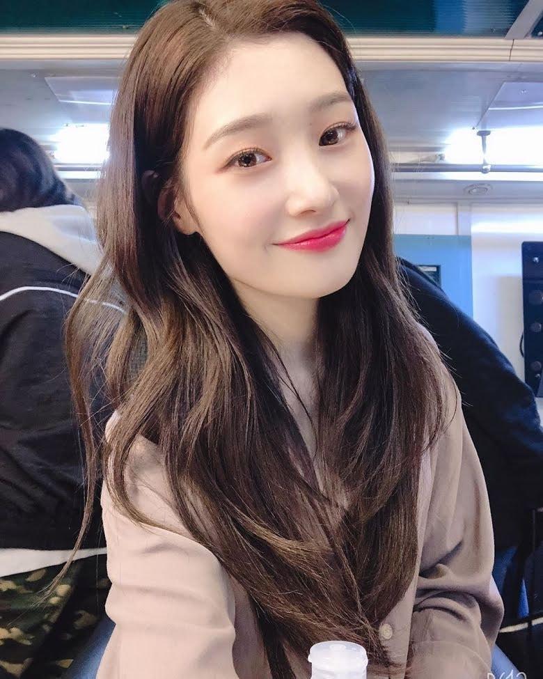 1. Jung Chaeyeon (DIA)