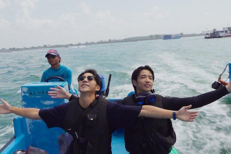 Aktor Lee Seung Gi dan Jasper Liu dalam variety show Twogether