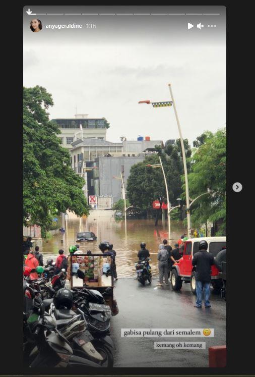 Anya Kejebak Banjir
