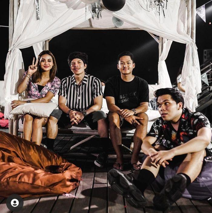Aurel Hermansyah dan Atta Halilintar rayakan Tahun Baru bersama di Bali.