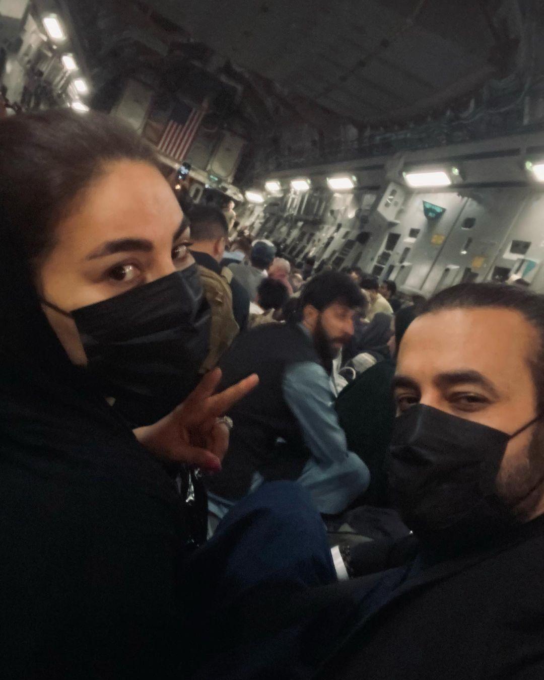 Ayana Saeed abordó un avión militar de la Fuerza Aérea de los EE. UU. Con su esposo