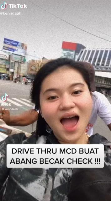 Beli makanan drive thru naik becak.