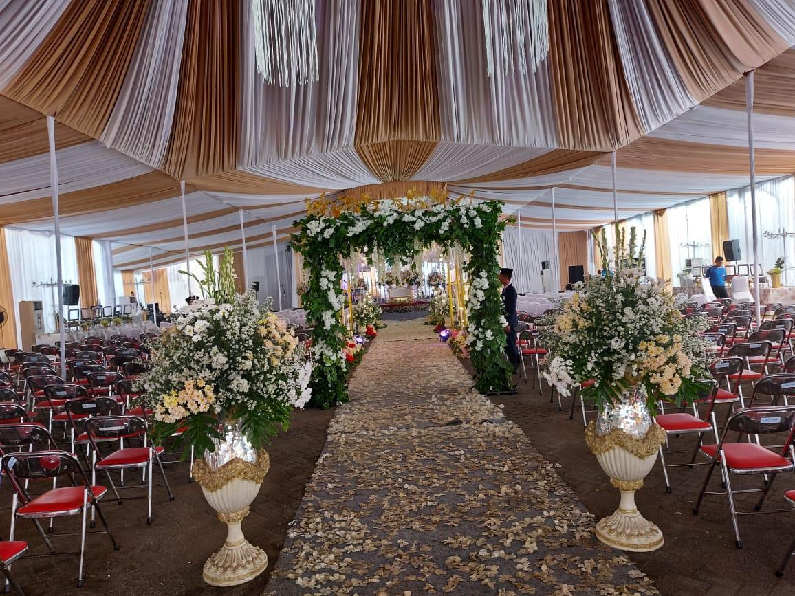 Foto-foto suasana persiapan resepsi pernikahan UAS di kampus UNIDA Gontor 1