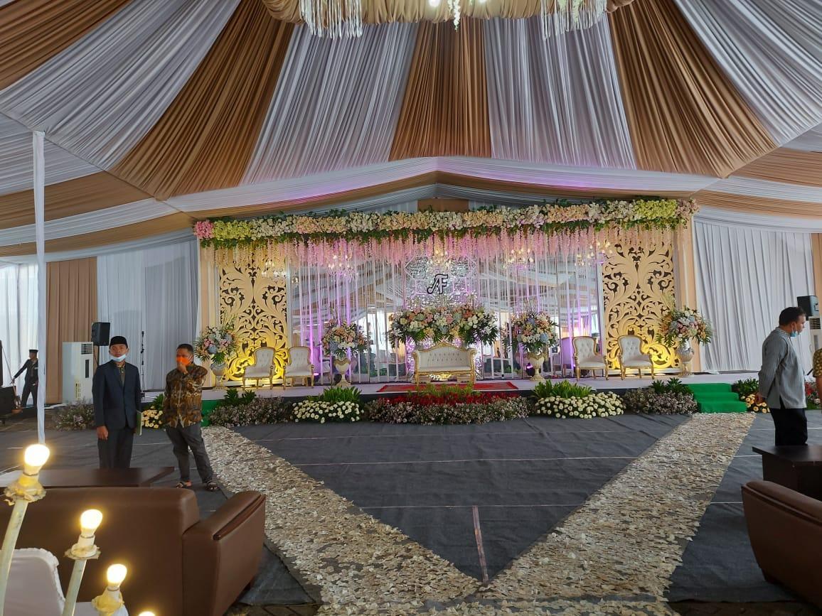 Foto-foto suasana persiapan resepsi pernikahan UAS di kampus UNIDA Gontor 3