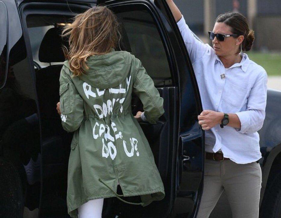 Jaket kontroversial I really don't care yang dikenakan Melania Trump tahun 2018