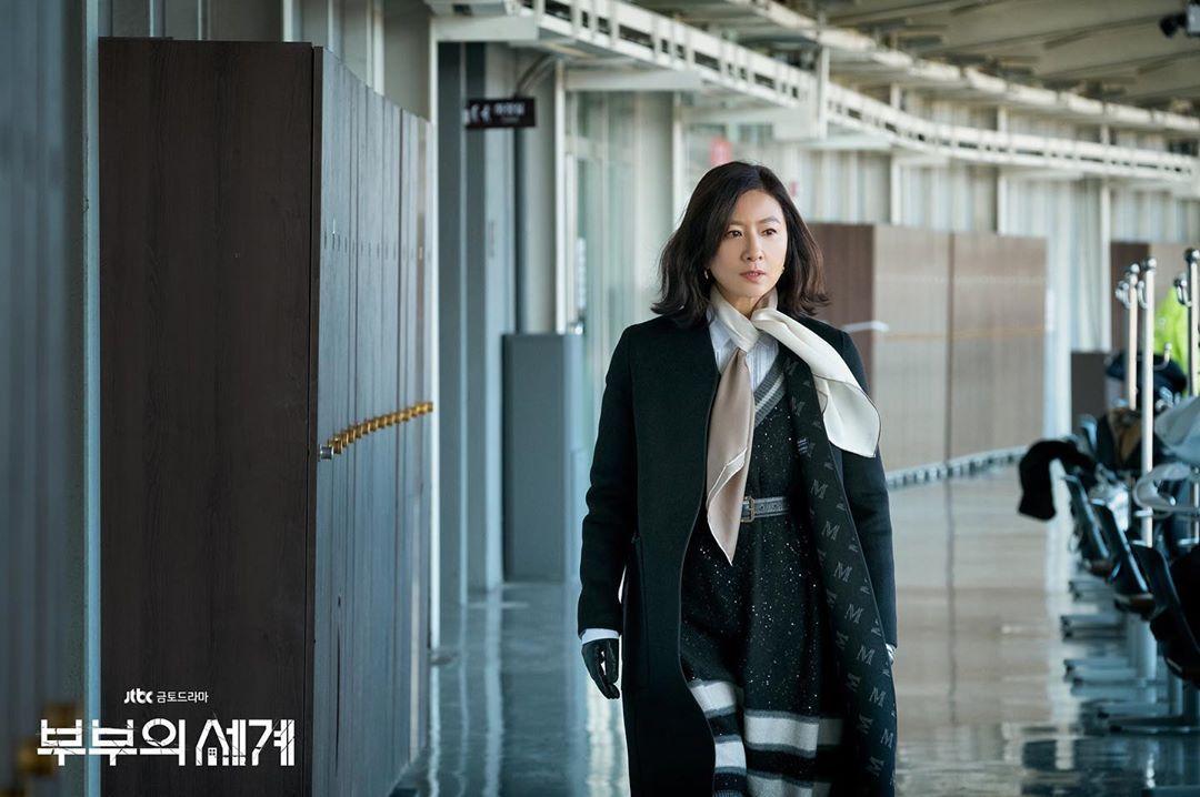 Kim Hee Ae berperan sebagai Ji Sun Woo dalam drama The World of the Married.