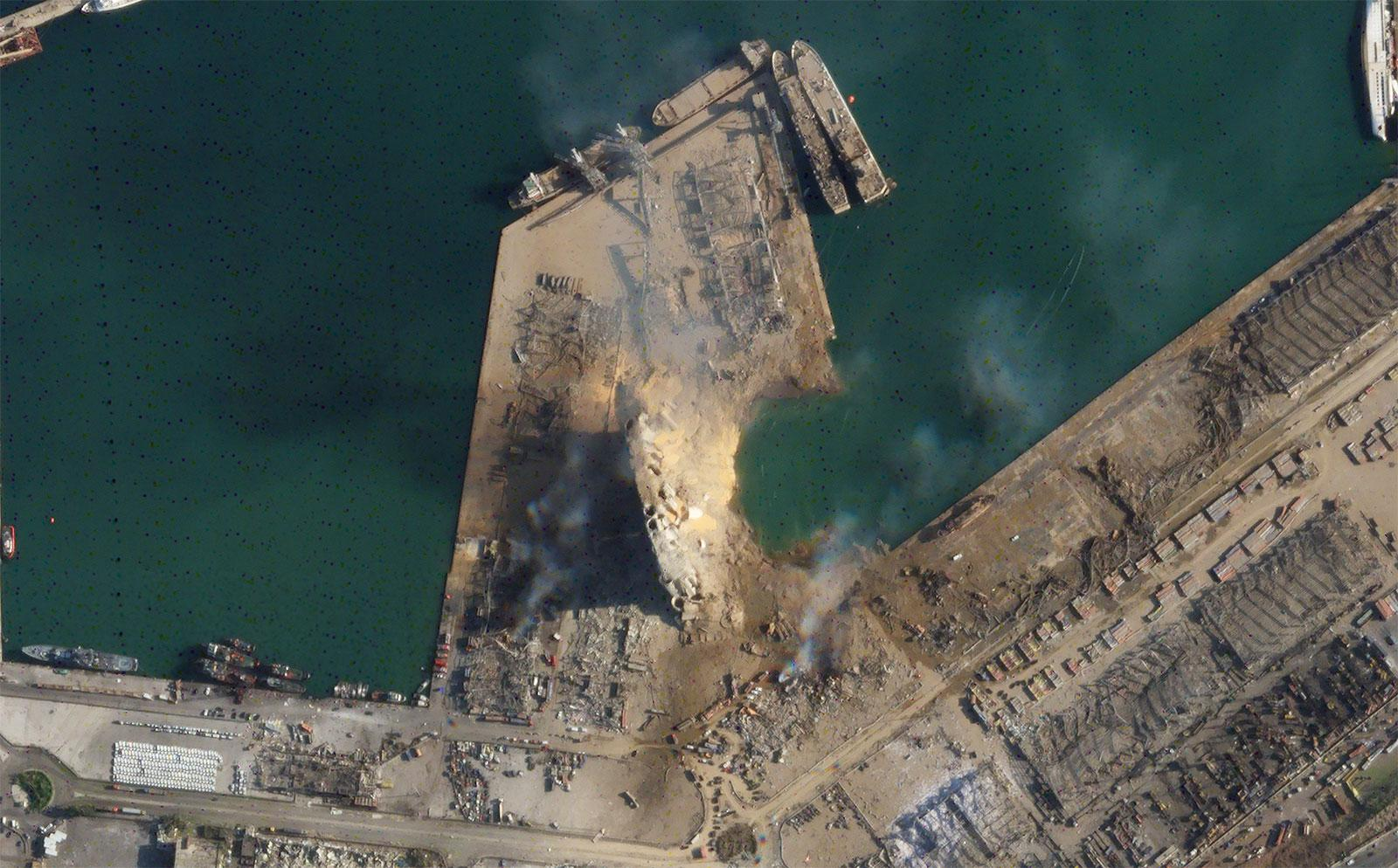 Penampakan kawah akibat ledakan di Beirut, Lebanon, Selasa (4/8/2020), dari citra satelit Planet Labs, Inc.