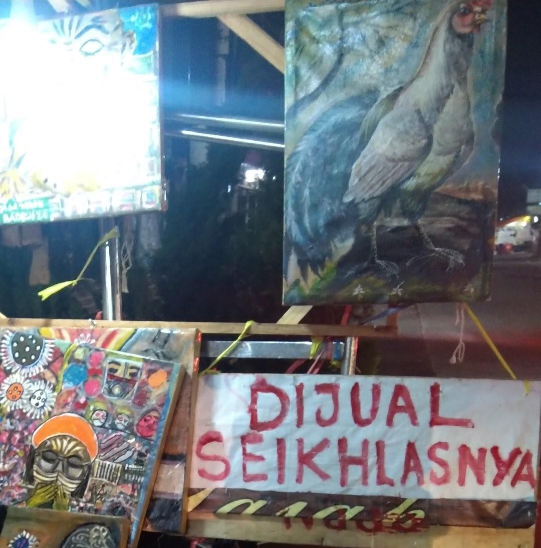 Penjual lukisan di Bekasi tidak memasang harga pada lukisan yang dijual