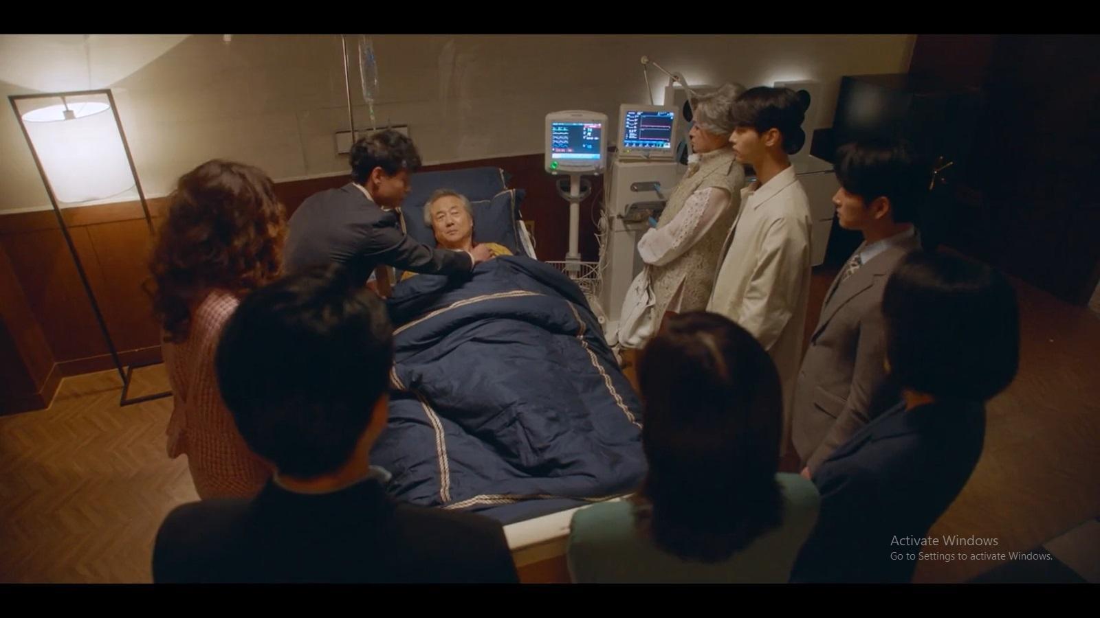 Direktur Han kembali sadar setelah terbaring sakit.