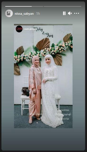 Nissa Sabyan mengunggah postingan akun @oum.picture.