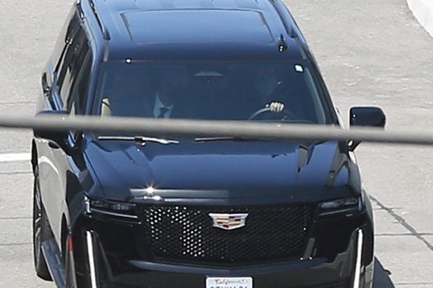Pangeran Harry terlihat meninggalkan suite pribadi eksklusif di LAX