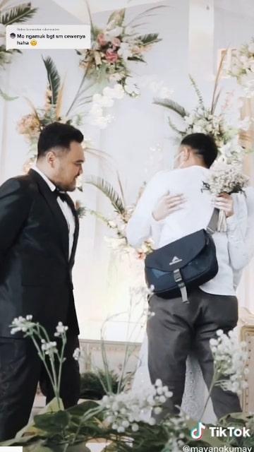 Mayangsari memeluk mantan pacarnya untuk yang terakhir kalinya