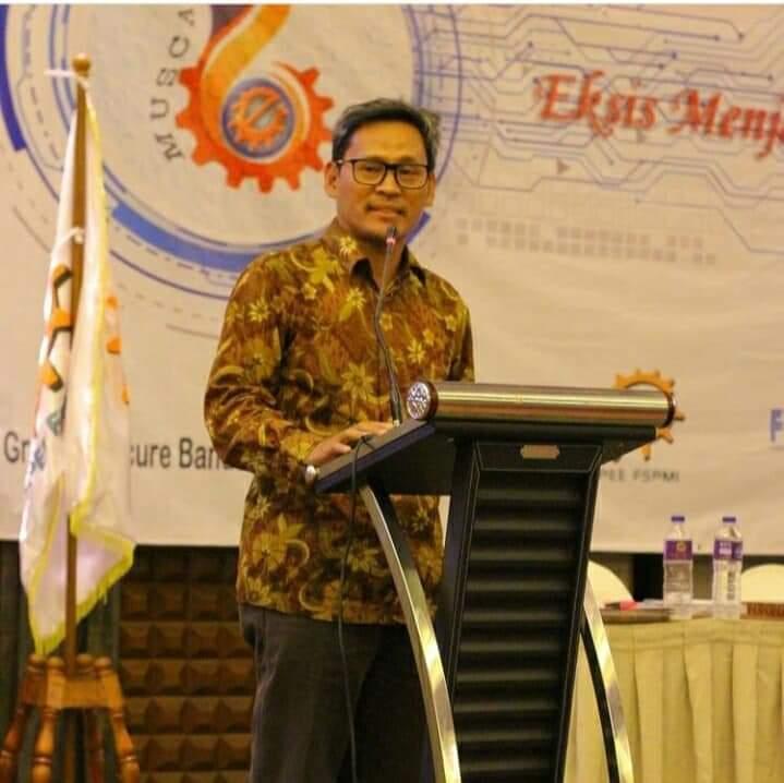 Presiden Federasi Serikat Pekerja Metal Indonesia (FSPMI) yang juga salah satu penggugat UU Cipta Kerja, Riden Hatam Aziz.