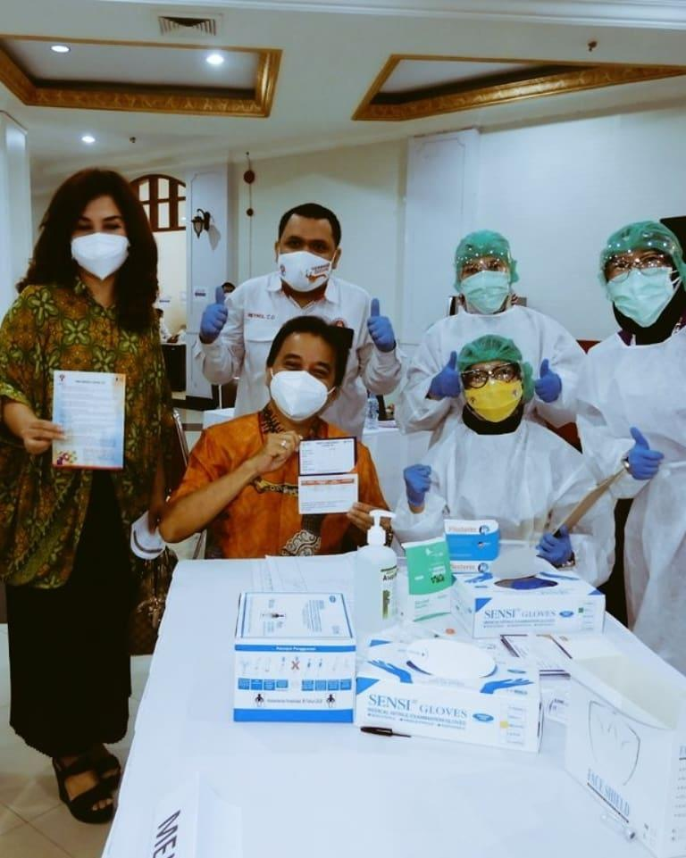Mantan Menpora KRMT Roy Suryo hari ini memenuhi undangan Kementerian Pemuda dan Olahraga (Kemenpora) untuk penyuntikan vaksin Covid-19, Senin (8/3/2021).