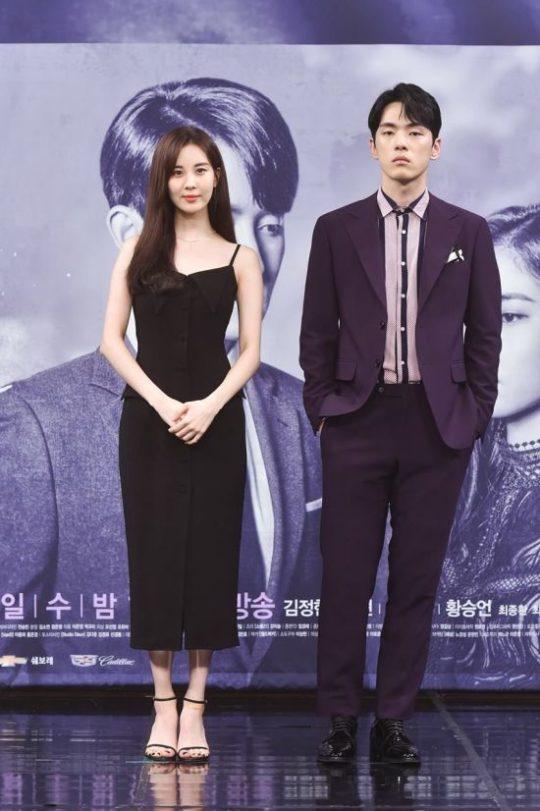 Seohyun dan Kim Jung Hyun saat konferensi pers untuk drama Time pada 2018.