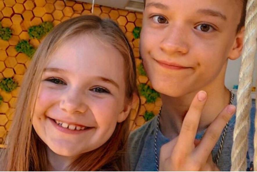 Seorang model anak berusia 8 tahun, 'menikah' dan tinggal bersama anak laki-laki (13) dengan 'restu' orang tua.