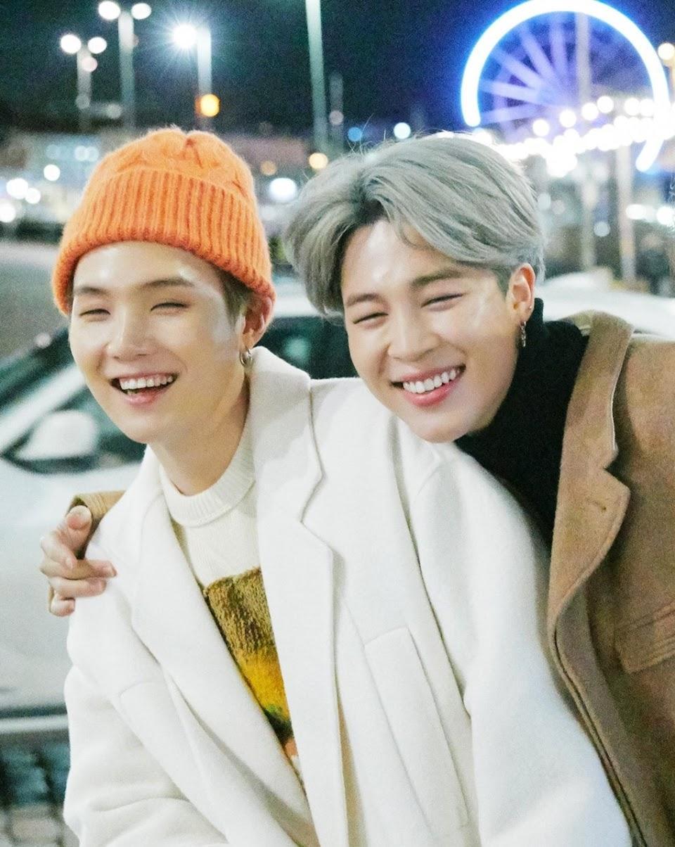 Suga dan Jimin BTS dalam pemotreten Winter Package 2019.