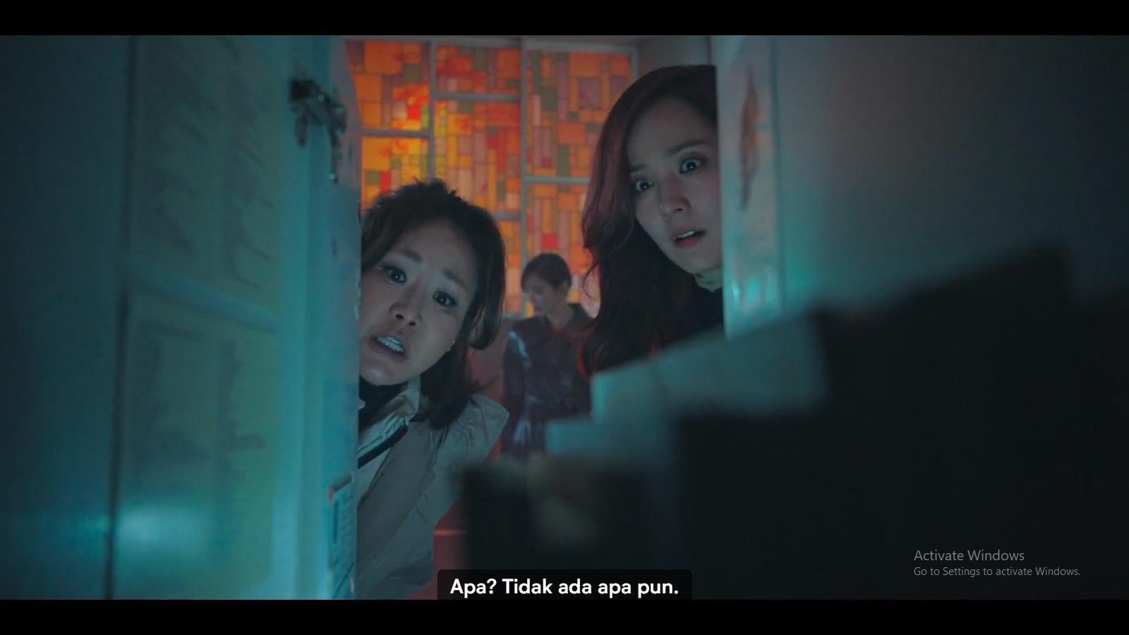 Oh Yoon Hee dan Kang Ma Ri berusaha mengungkap pelaku penganiayaan terhadap Bae Ro Na.