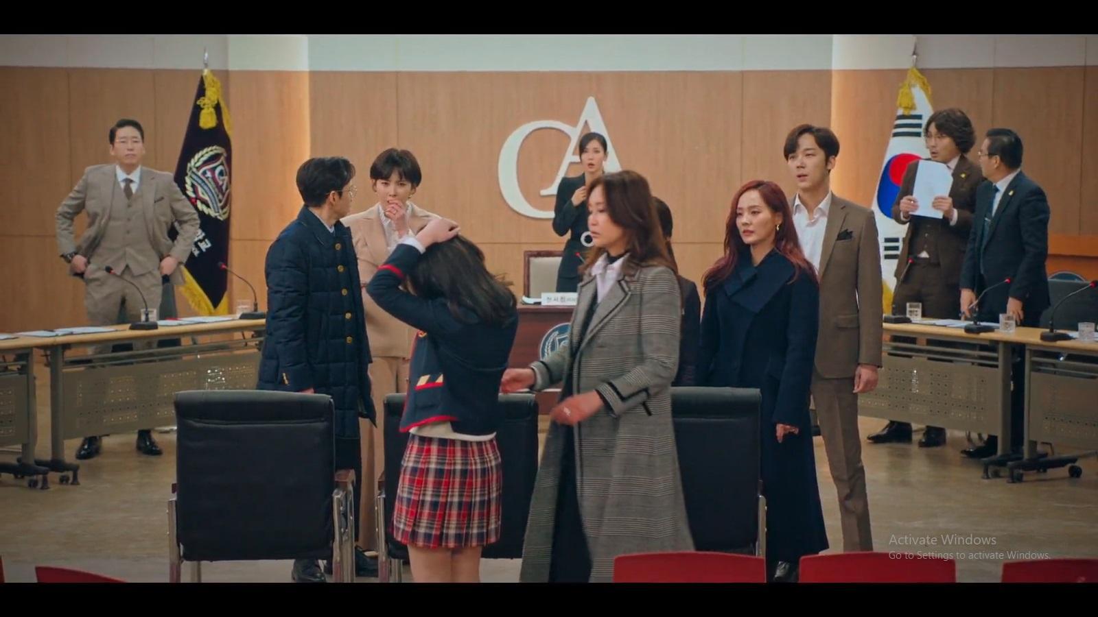 Yoo Jenny membongkar tindakan perisakan yang dilakukan Lee Min Hyuk, Joo Seok Kyung, dan Ha Eun Byeol.